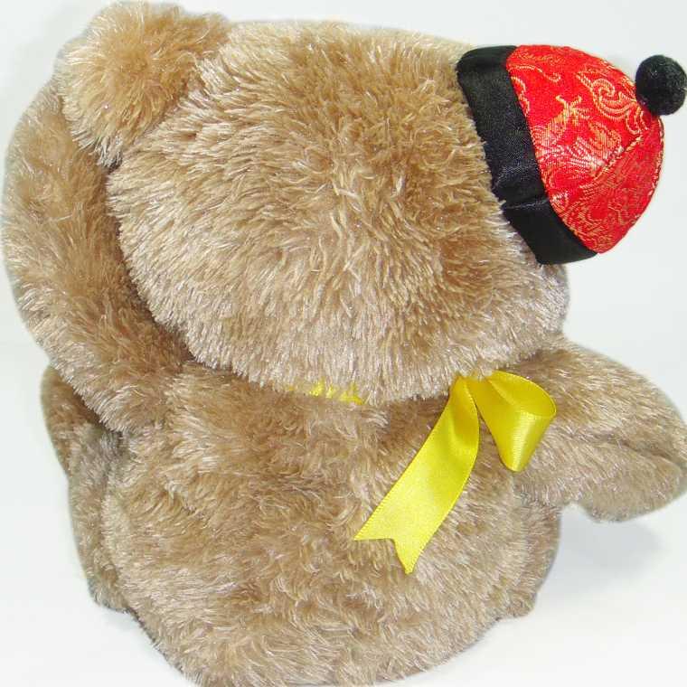 再将线插入您手机或者mp3/mp4等的耳机孔,打开音乐,这只可爱的小熊