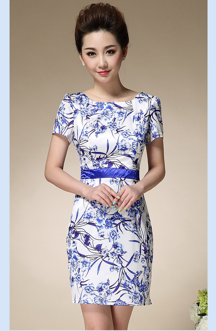 芭�9.b�d���>Y;��_梦芭仙子 修身夏裙连衣裙女青花瓷印花收腰显瘦妈妈装