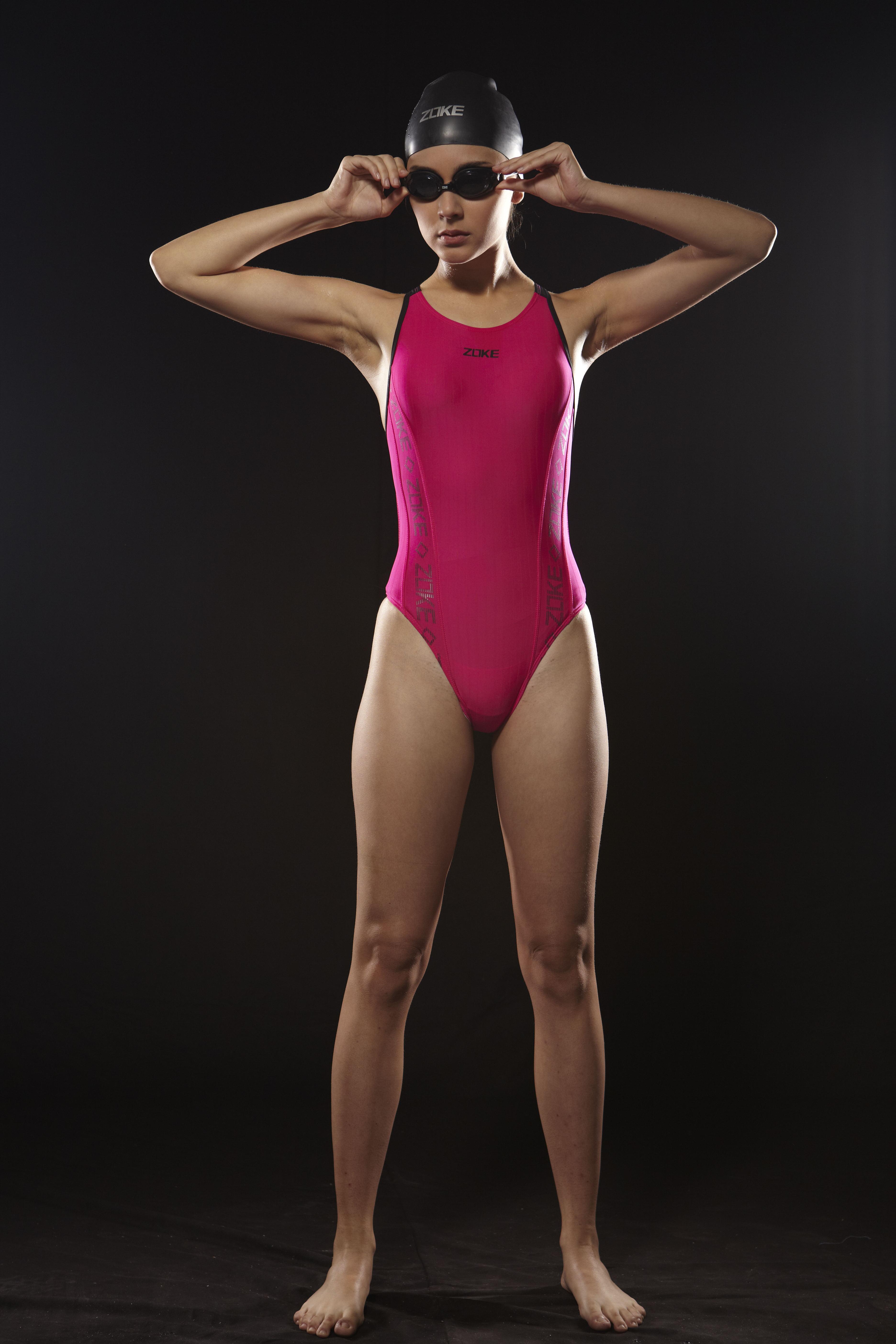 信息中心 训练用连体泳衣   穿着连体训练服(泳衣也行)怎样上厕所?